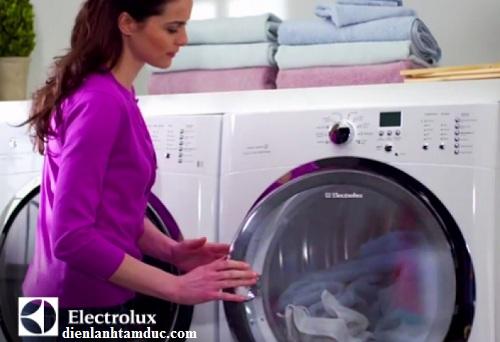 Vì sao máy giặt Electrolux không mở được cửa