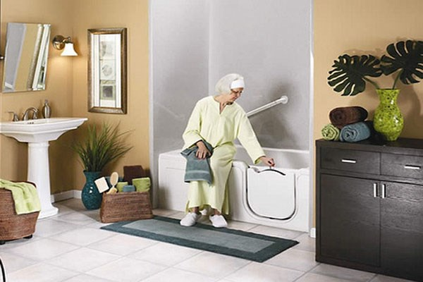 Lợi ích của việc tắm máy nước nóng cho người già