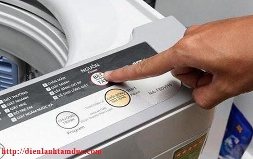 Vì sao máy giặt báo lỗi hoặc tự ngắt khi đang giặt